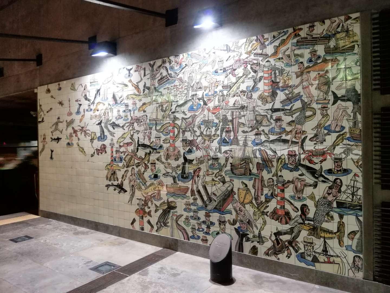 Azulejos de la estación de Oriente en el metro de Lisboa.