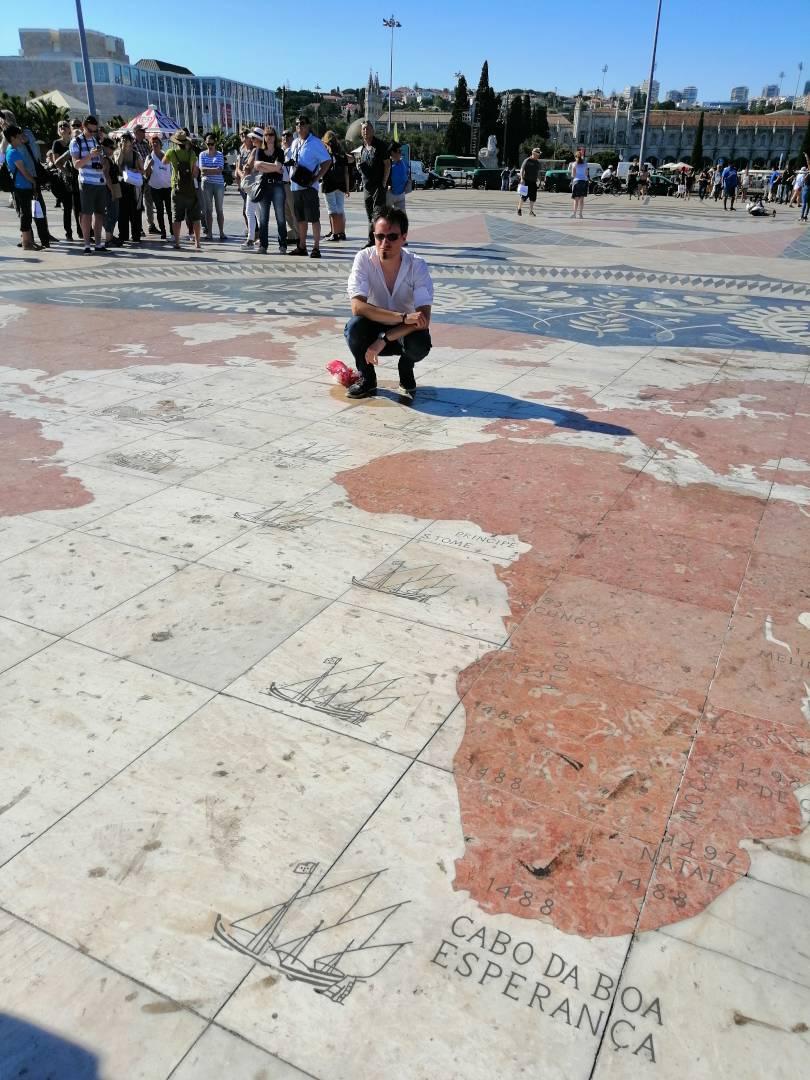 Parte del mapa de la rosa de los vientos del Padrão dos Descobrimentos en Belém, Lisboa.